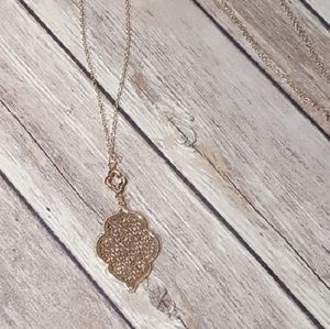 Jewelry - Gold Filigree Clover Pendant Necklace